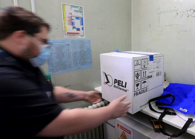 Böyle görüntülendi: İngiltere aşı için son hazırlıklarını yapıyor