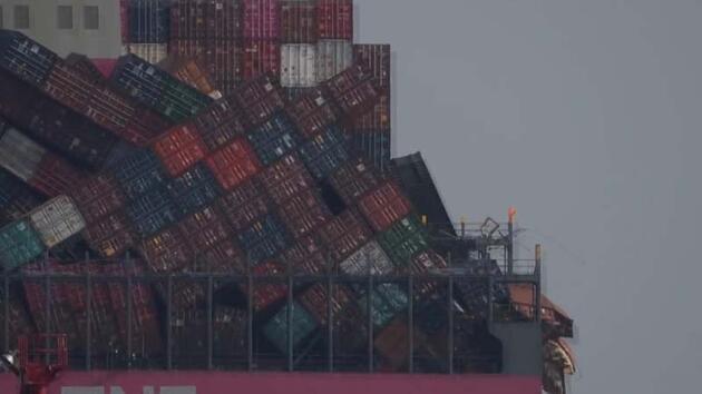 Japonya'da fırtınaya yakalanan kargo gemisindeki iki bin konteyner devrildi