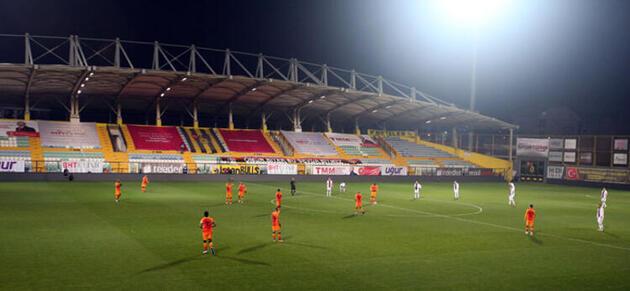 Son dakika... Karagümrük-Galatasaray maçında protesto!