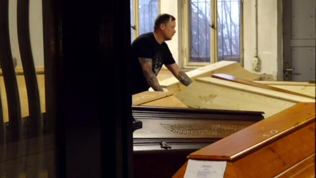 Almanya'da korkutan manzara: Krematoryumlar cesetlerle doldu