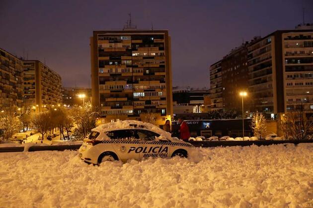 İspanya'da kar fırtınası can aldı!