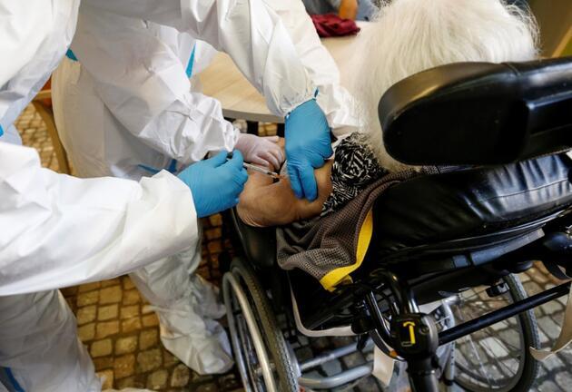 İtalya'da uzman isimden aşı sıralamasına tepki: Aklımı kaçırmak üzereyim