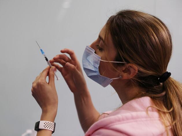 Koronavirüs aşısı ile ilgili çok önemli gelişme: İkinci doz sonrası sonuçları resmen açıkladılar