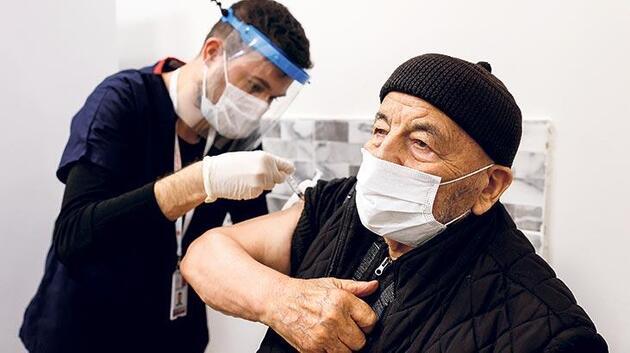 Doktorlardan aşıda randevu uyarısı: Bu saatlere dikkat!
