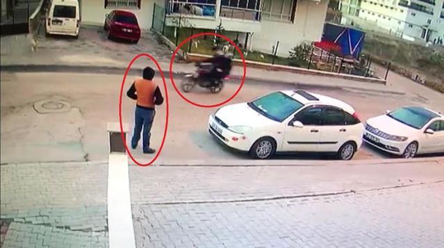 İşe gitmek için kaldırımda beklerken, başkasına düzenlenen silahlı saldırıda öldü