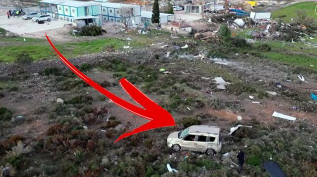 İzmir'deki hortum park halindeki 1,5 tonluk aracı 170 metre uçurdu
