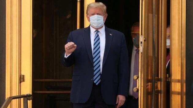Son dakika haberi: Böyle poz vermişti! Trump'ın durumu kritik seviyedeymiş