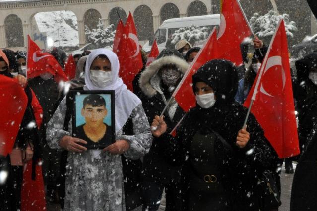 Son dakika haberleri: Şırnak anneleri kar kış demeden çocuklarını HDP'den istiyor