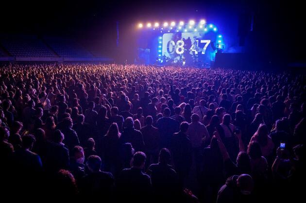 5 bin kişi katıldı: İspanya'da COVID-19 döneminde sosyal mesafesiz ilk konser