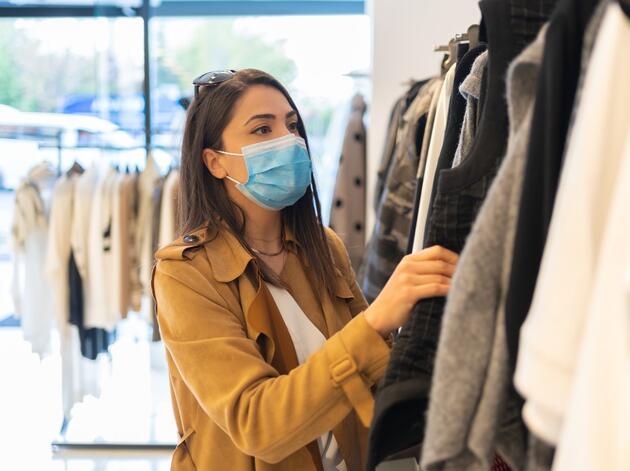 ABD'deki karar sonrası merak konusu oldu: Aşılarını tamamlayanlar maske takmaya devam edecek mi?