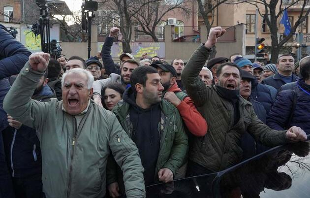 Son dakika haberi: Ermenistan'da kriz yeniden alevlendi! Ülke karıştı