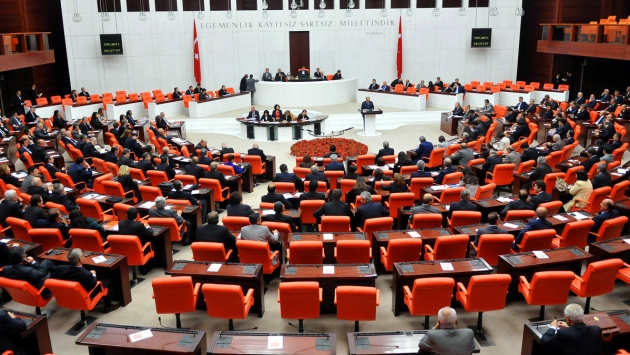 AKP, ücretsiz izne ayrılacaklar için 1500 lira teklif etti