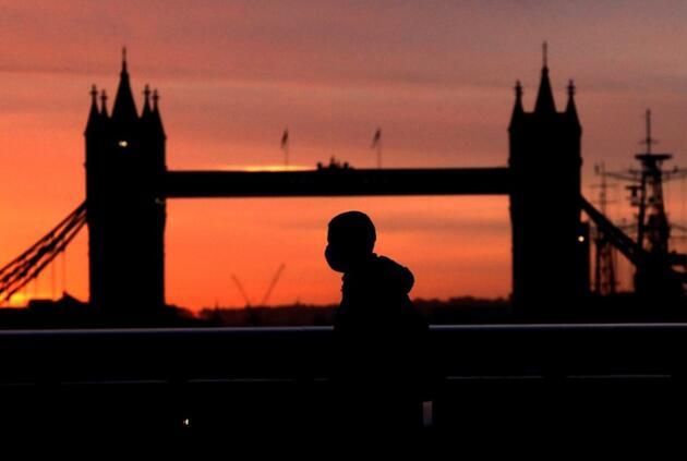 Başarılı aşılama programı sonrası İngiltere'de kritik gün: Gözler Johnson'da