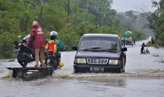 Endonezya'da sel felaketi: 23 ölü, 9 yaralı