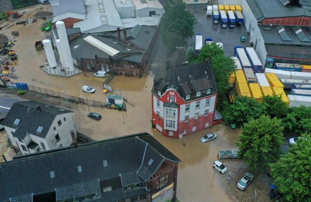 Almanya'da sel felaketi: 6 bina çöktü, 4 kişi hayatını kaybetti, 30 kişi kayıp