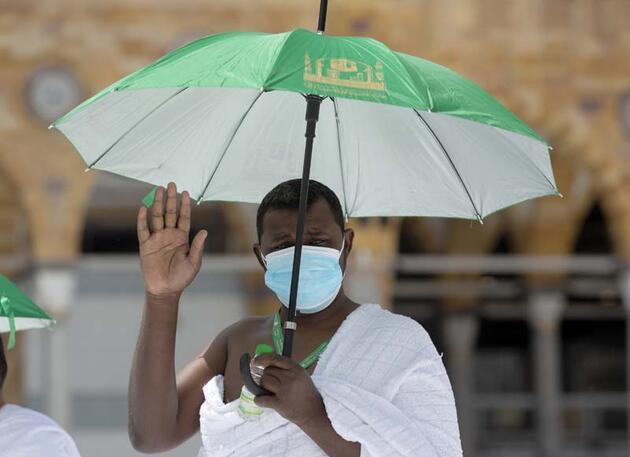 Koronavirüs önlemleri gölgesinde Kabe'de ilk tavaf