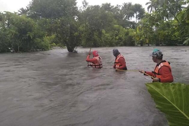 Muson yağmurları günlerce sürdü: Binlerce kişi tahliye edildi!