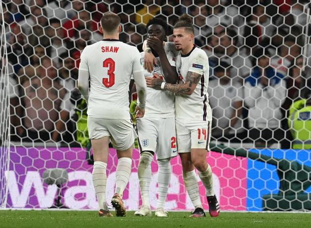Penaltı kaçıran İngiliz oyunculara ırkçı hakaretlere dört tutuklama!